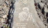 Randonnée Marche AUBAGNE - les pierres gravées par le sentier des scolopendres - Photo 2