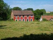 Point d'intérêt Jodoigne - Vue ouest vers belle maison typique du Chemin du Vénérable - Photo 1