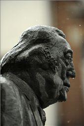 place Rochefort - Statue de Raymond Devos - Photo 1